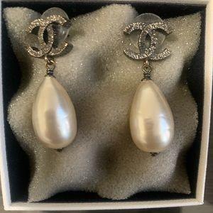 AUTH! Chanel gunmetal CC pearl drop earrings